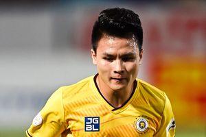 Quang Hải kiến tạo bàn thắng ở phút thứ 2