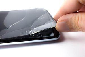 Không thay kính cường lực điện thoại vỡ, người phụ nữ bị u thần kinh