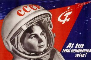 Thú vị áp phích khám phá vũ trụ của Nga