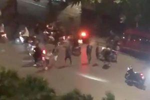 Nam thanh niên rút dao đâm 5 người thương vong vì bị 'chửi'