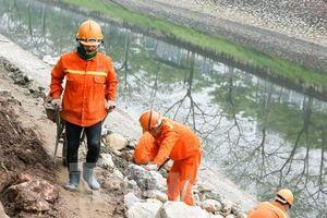 Hệ thống cống ngầm gom nước thải 'giải cứu' sông Tô Lịch được lắp đặt ra sao?