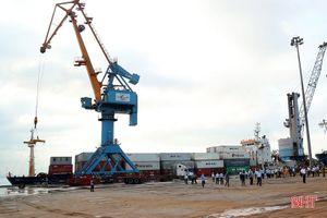 Tàu chở container của Tân Cảng Sài Gòn cập cảng Vũng Áng