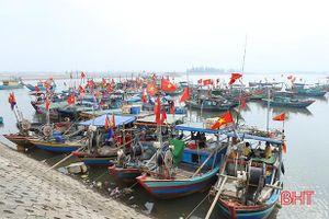Nguồn lợi hải sản sụt giảm, ngư dân Cẩm Nhượng không thiết ra khơi