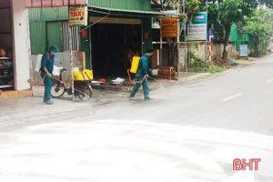 1.000 lít hóa chất, 60 tấn vôi phòng ngừa dịch bệnh tại Lộc Hà