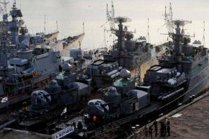 Tàu chiến kéo đến Biển Đen, cựu Đô đốc Nga kêu gọi dạy cho Mỹ một bài học