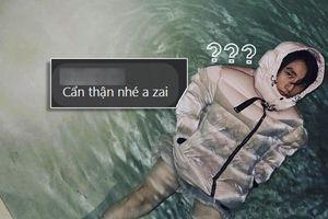 Lại đăng ảnh ngâm mình dưới nước giữa đêm, fan nửa 'khịa' nửa lo sức khỏe Sơn Tùng vì điều này