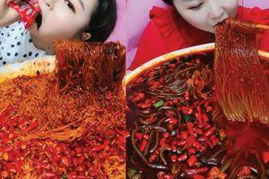 Hồi kết cho trào lưu 'ăn thùng uống vại' của các mukbang vlogger tại Trung Quốc