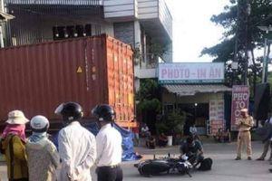 Ô tô đầu kéo va chạm xe máy phía Nam cầu Thành Cổ, 1 người tử vong