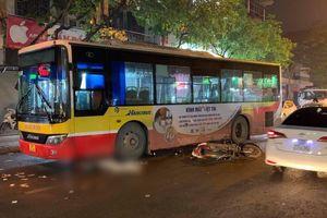 Hà Nội: Nam thanh niên đi xe máy bị xe buýt cán chết thương tâm