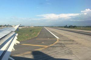 Tàu bay phải bay vòng chờ 20 phút vì... chó xâm nhập đường băng