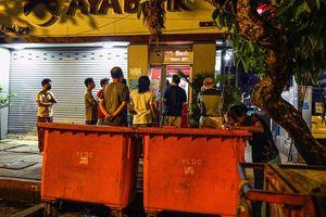 Ngân hàng và nhà máy đóng cửa, kinh tế Myanmar lao đao