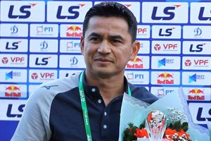 Kiatisuk: 'Dẫn trước Nam Định 3-0, tôi cũng chưa dám cười'
