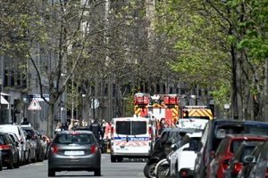 Một người bị bắn chết bên ngoài bệnh viện ở Paris