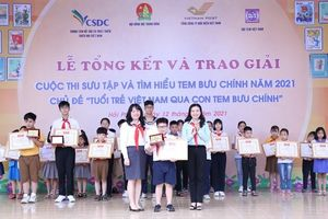 Học sinh lớp 4 giành giải đặc biệt thi sưu tầm tem