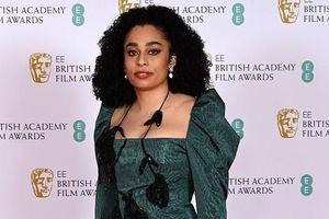 Những bộ đầm 'thảm họa' tại thảm đỏ 'Oscar nước Anh' BAFTA 2021