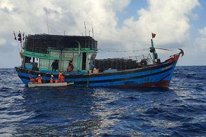 Cứu sống thuyền viên bị tai nạn lao động trên biển