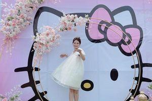 Cuồng mèo Hello Kitty, cô dâu trang trí lễ cưới theo concept độc đáo