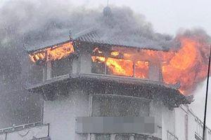 TP. HCM: Khách sạn Đồng Khánh bốc cháy dữ dội trong mưa