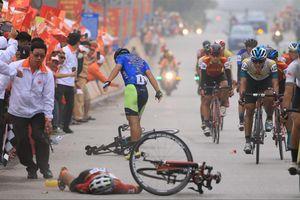 Tay đua Lê Nguyệt Minh bị phạt vì phạm luật rút đích