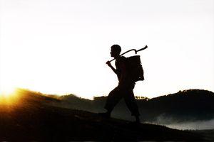 Người anh hùng chân trần đi bộ 5 vòng chu vi trái đất đã về cõi Yàng