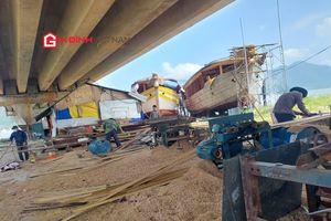 Cuộc sống đảo lộn vì tiếng ồn, mùi sơn từ xưởng đóng tàu