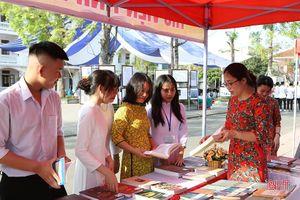 Hà Tĩnh khai mạc Ngày sách Việt Nam và triển lãm về chủ quyền biển đảo