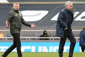 Mourinho: 'Son may mắn vì có người cha tốt tính hơn Solskjaer'