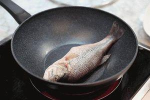 Thêm thứ gia vị này vào chảo, cá rán vàng ruộm, không bao giờ bị nát