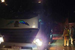 Xe tải trọng 'khủng' phá đường: Doanh nghiệp 'lót ổ' cho xe vào đường cấm
