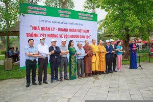 CLB Báo chí Phú Thọ tại Hà Nội phối hợp với một số đơn vị trồng cây tại Đền Hùng hướng về ngày Giỗ Tổ Hùng Vương