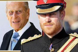 Mất hết tước vị, Hoàng tử Harry sẽ không mặc quân phục như anh trai trong đám tang Hoàng thân Philip
