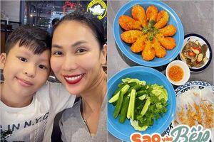 Sao vào bếp: Con trai kêu đói, Khánh Ngọc liền nấu toàn món ngon nhưng sợ hãi với đống bát