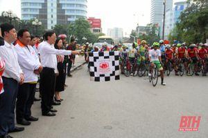 Phó Chủ tịch UBND tỉnh Đầu Thanh Tùng phát lệnh xuất phát chặng 7 Cuộc đua xe đạp toàn quốc Cúp Truyền hình TP Hồ Chí Minh 2021