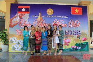 Hơn 300 sinh viên Lào tại Thanh Hóa vui đón Tết cổ truyền Bunpimay