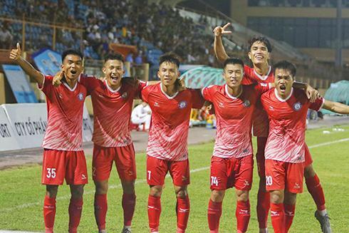 Thắng Công an Nhân dân, Khánh Hòa FC giữ vững ngôi đầu bảng