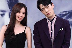 'Điên nữ' Seo Ye Ji là người đứng sau scandal của Kim Jung Huyn?