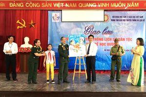 Hà Nội: Học sinh khiếm thính giao lưu với nhân chứng lịch sử