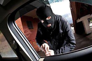Đi ăn cắp xe nhưng không biết lái, kẻ trộm nhanh chóng bị bắt vì 1 hành vi ngớ ngẩn