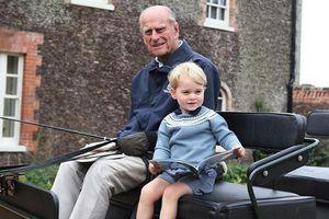 William lần đầu đăng bức ảnh này của Hoàng thân Philip và George, có một điểm rất đặc biệt