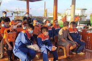 Cứu nạn thành công 6 thuyền viên tàu cá bị chìm