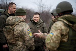 Tổng thống Ukraine tới tiền tuyến miền Đông