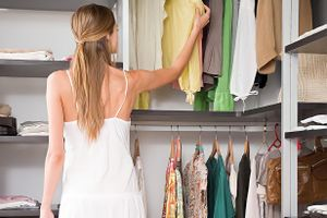4 điều bạn cần làm để có tủ quần áo ngăn nắp