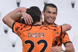 Chuyển giao quyền lực giữa Ronaldo và Chiesa