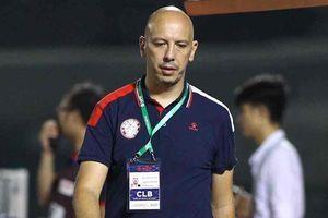 Trợ lý CLB TP.HCM: 'Ở Thái Lan, tôi chưa bị thẻ vàng nào'
