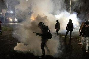 Biểu tình Mỹ rộ lên, cảnh sát lại bắn chết người