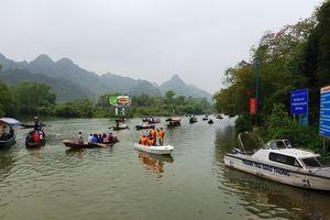 Mỗi ngày chùa Hương đón 10 nghìn lượt khách