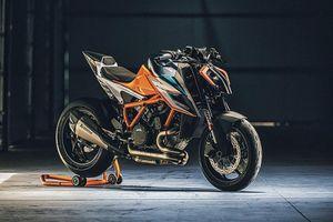 Siêu naked-bike KTM 1290 Super Duke RR 'cháy hàng' sau 48 phút