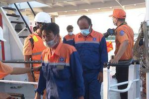 Kịp thời cứu nạn 6 thuyền viên trên tàu cá bị chìm trên biển
