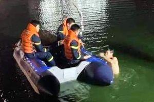 Vĩnh Phúc: Điều tra nguyên nhân cô gái trẻ tử vong dưới hồ nước