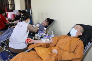 Hơn 3 nghìn người hiến máu tại Yên Tử nhân giỗ Thiền sư Pháp Loa